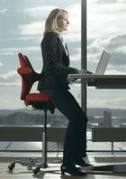 Stehsitzen - Die neue Art des Sitzens